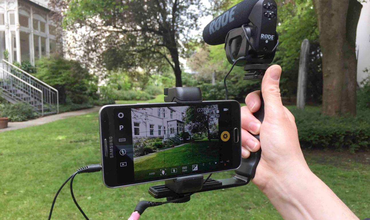 In seinem Blog dermedientyp.de bloggt der Journalist und Trainer Bernhard Lill über Mobile Journalism und Digital Storytelling.