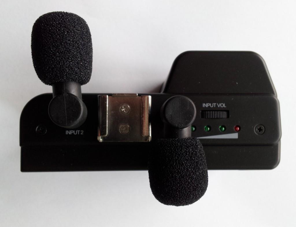 Am Fostex AR-4i können zwei Mikrofone angeschlossen werden. Diese Stellung ist  gut für Interviews.